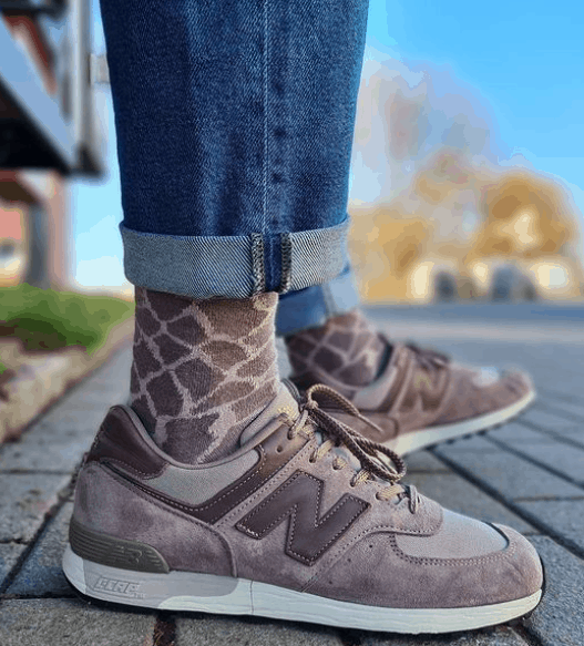 should your socks match your pants or shoes